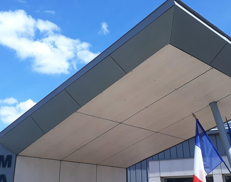 DESLAURIERS Charpentier Couvreur Mairie St Gemme Le Robert 4 52