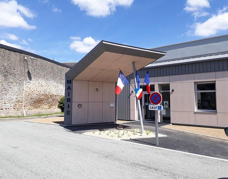 DESLAURIERS Charpentier Couvreur Mairie St Gemme Le Robert 5 53